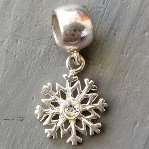 Jewelry - Sterling silver snow flake charm
